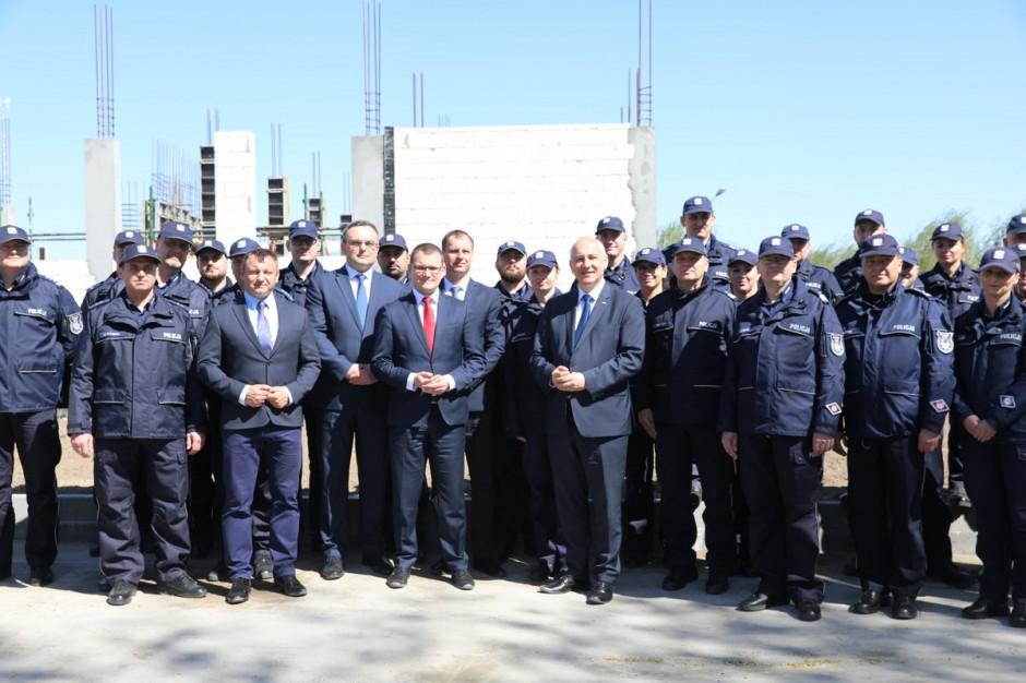 W Sławnie powstanie komenda policji. Z udziałem Joachima Brudzińskiego wmurowano akt erekcyjny