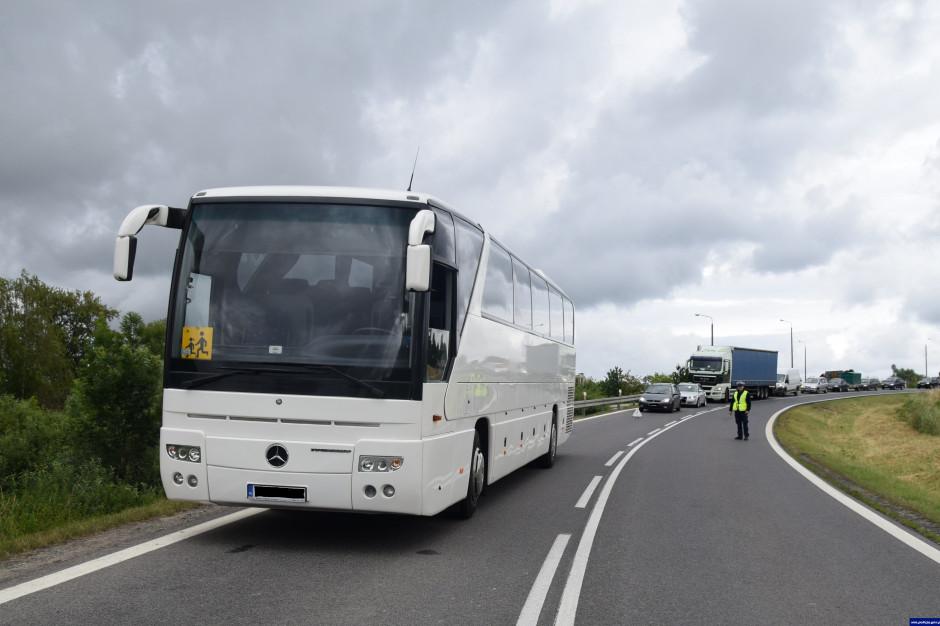 """Ministerstwo Cyfryzacji przypomina o e-usłudze """"Bezpieczny autobus"""""""