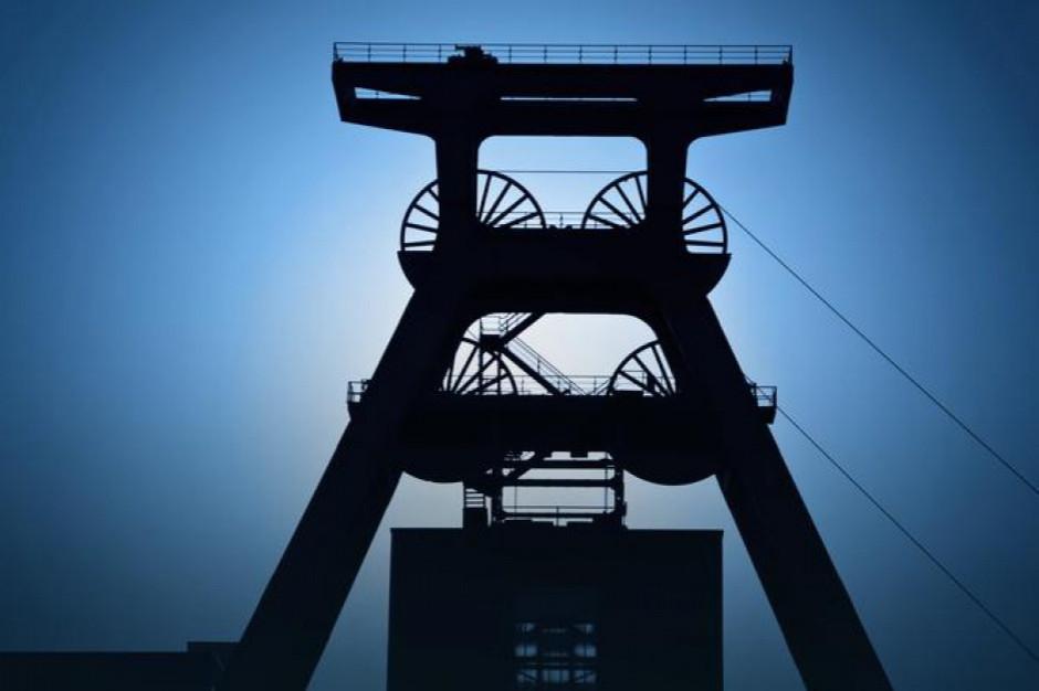 Zabrze: Rozpoczęto demontaż wieży jednego z szybów kopalni Makoszowy