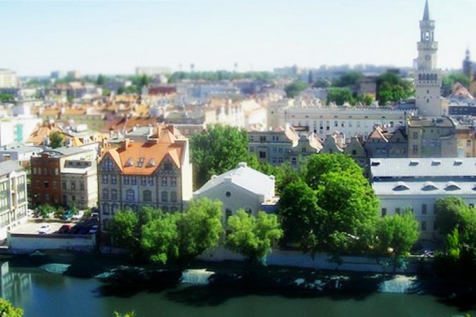 Pierwsi wójtowie i burmistrzowie składają raporty o stanie gminy