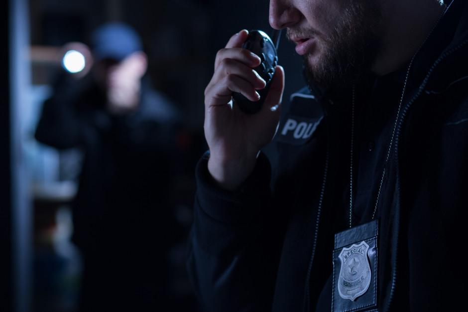 Nocne patrole policyjne pod szkołami