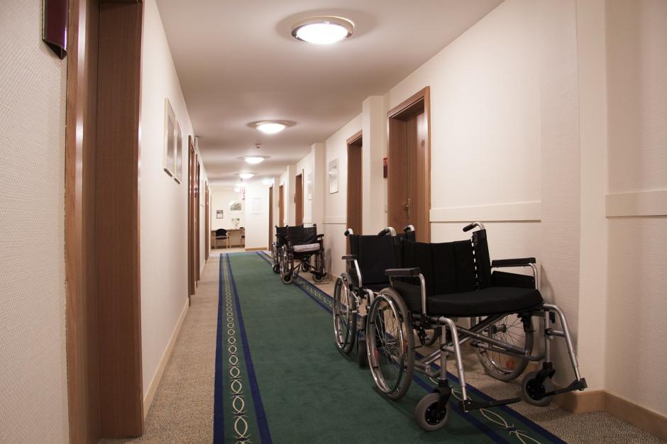 Dowóz niepełnosprawnych dzieci do zmiany. Senatorowie pochylą się nad nowelizacją Prawa oświatowego