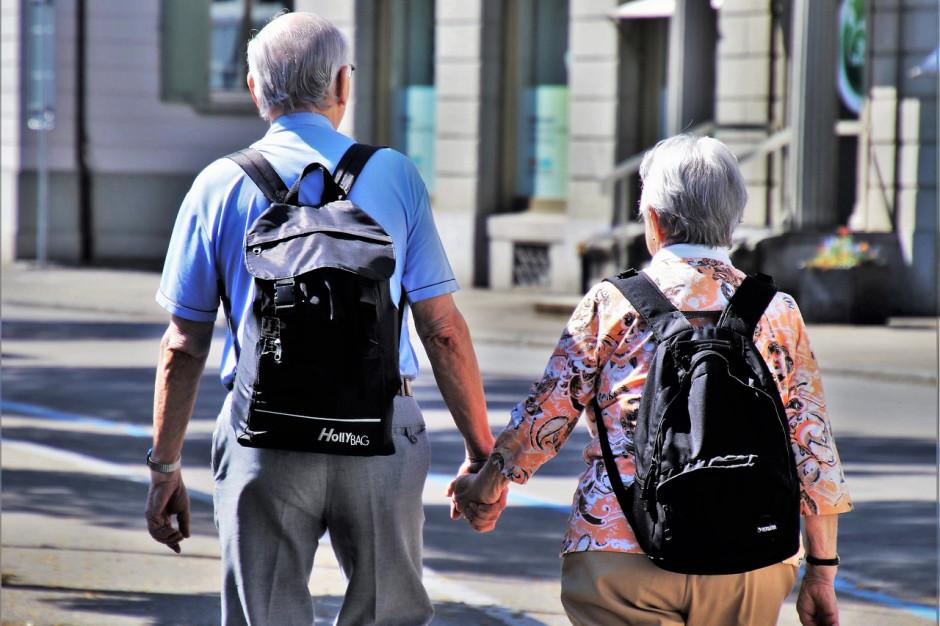 Tyscy seniorzy dostaną dodatkowe opaski