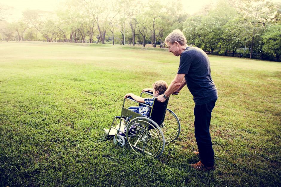 Rafalska: Wyższe świadczenia dla niepełnosprawnych i ich opiekunów