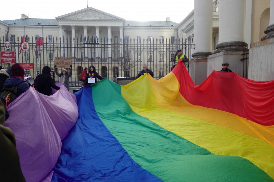 Walka samorządów z LGBT jest niepokojąca - uważa Rzecznik Praw Obywatelskich