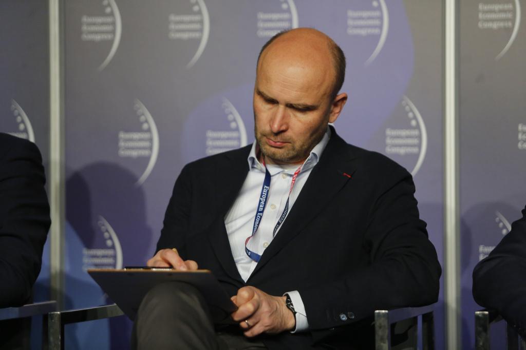 Uchwalenie ustawy o elektromobilności było zrzuceniem odpowiedzialności na samorządy, bez zapewnienia odpowiednich narzędzi - mówi Marcin Korolec (fot. PTWP)