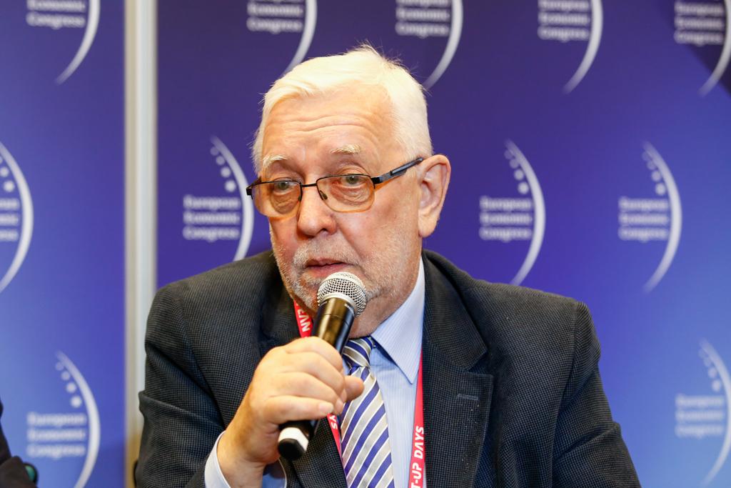Zdaniem prof. Jerzego Stępnia dwukadencyyjność ukróci monopolizację władzy w samorządach (fot. PTWP)