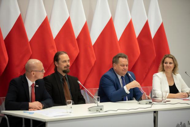 Wiceszef MSWiA Jarosław Zieliński spotkał z przedstawicielami samorządów i organizacji pozarządowych (fot. MSWiA)