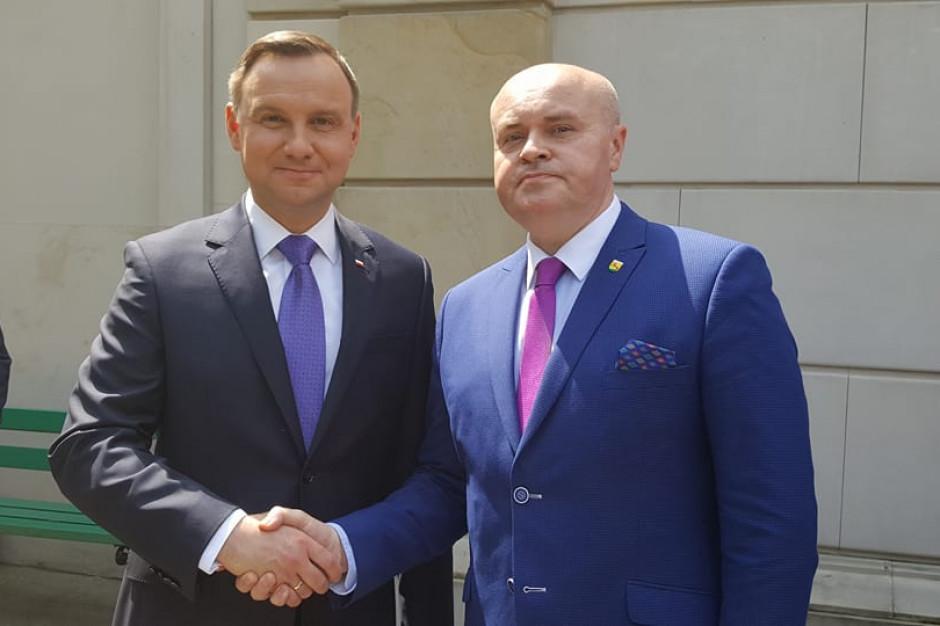 Burmistrz chciał uhonorować Andrzeja Dudę. Szybko zrezygnował z pomysłu
