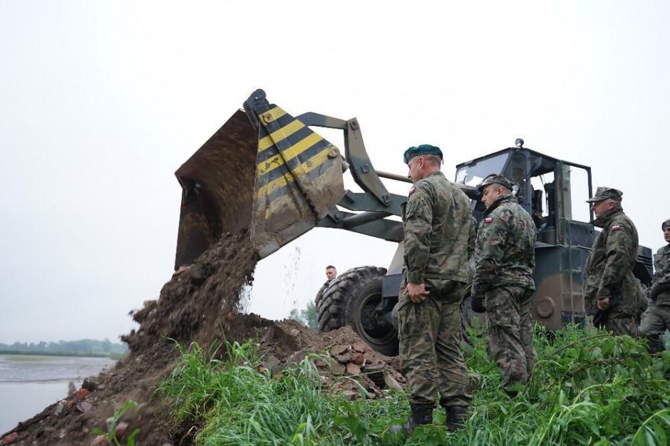 Mariusz Błaszczak: wojsko pomaga w kolejnych zalanych rejonach