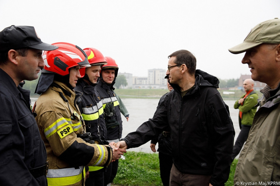 Morawiecki, Błaszczak, Brudziński na bieżąco nadzorują pomoc dla poszkodowanych