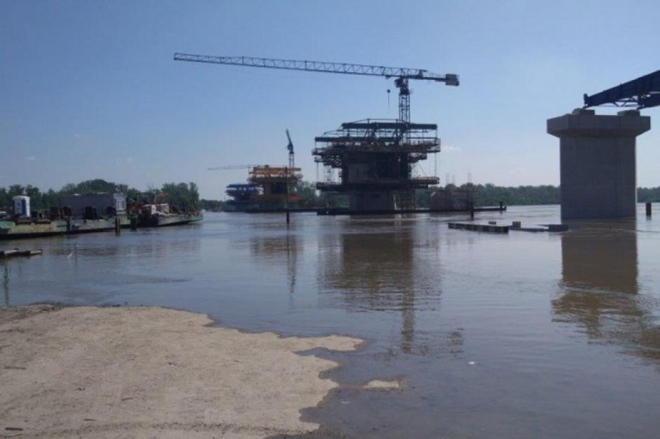 Z powodu fali wezbraniowej na Wiśle wstrzymana budowa mostu w Warszawie