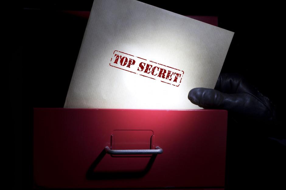 Kto ma dostęp do informacji niejawnej w urzędach? Będzie weryfikacja