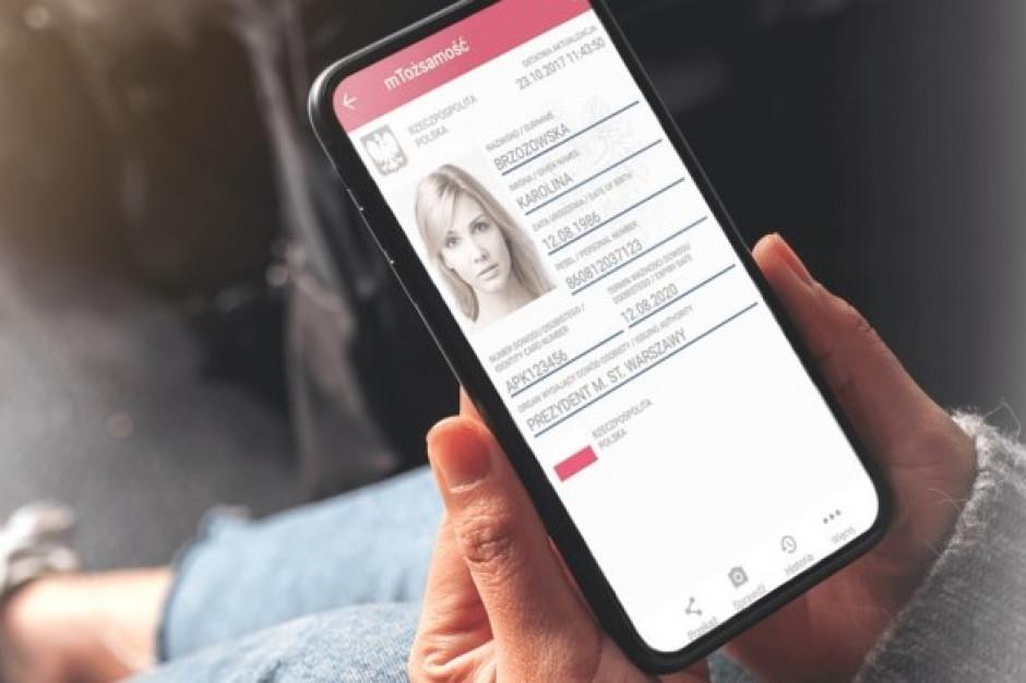 Warto mieć aplikację mObywatel - przekonuje Ministerstwo Cyfryzacji