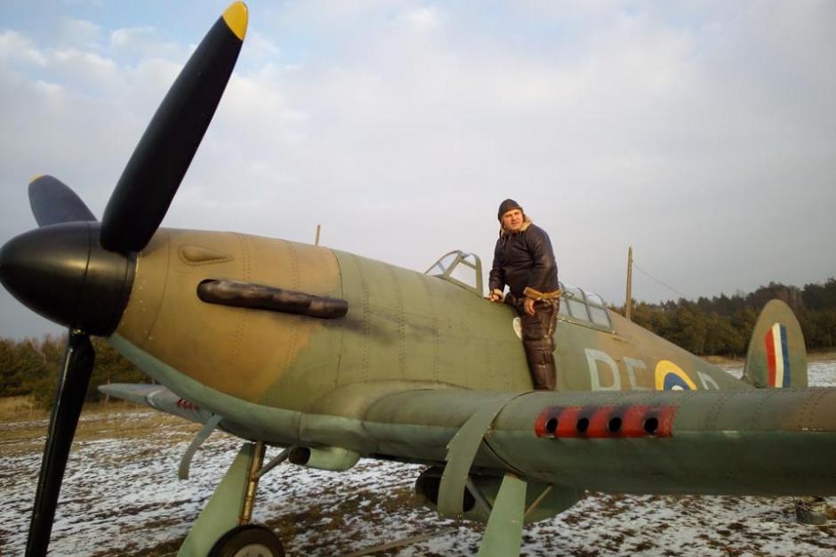 Zabytkowy samolot rozbił się w pobliżu Kłobucka; pilot nie żyje