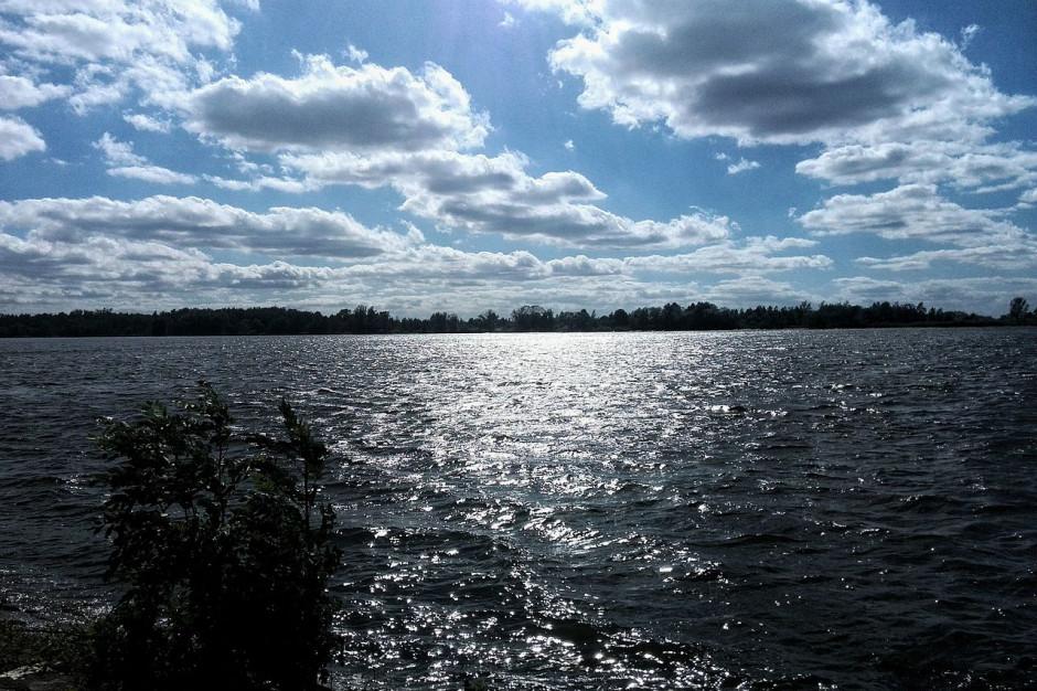 Pomorskie: Fala wezbraniowa na Wiśle przechodzi przez ujściowy odcinek rzeki