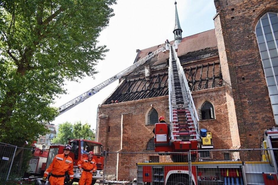 Pożar kościoła w Gdańsku - Dulkiewicz deklaruje pomoc finansową, Brudziński dziękuje strażakom
