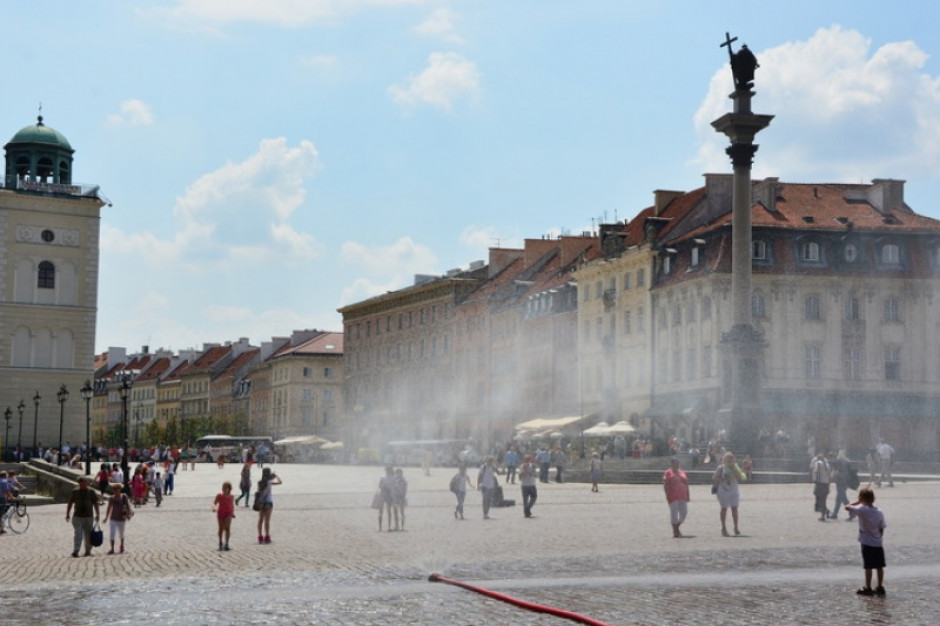 Ostrzeżenia przed upałami. Warszawa wystawi kurtyny wodne