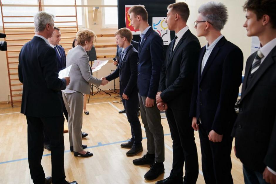 MEN przedstawiło warunki i tryb wydawania oraz wzory świadectw i dyplomów państwowych