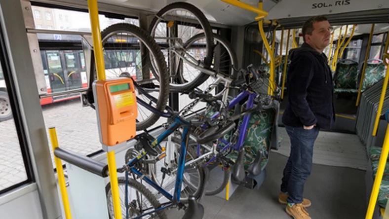 Wieszaki na roweru w gdańskich autobusach. Fot. ZTM Gdańsk