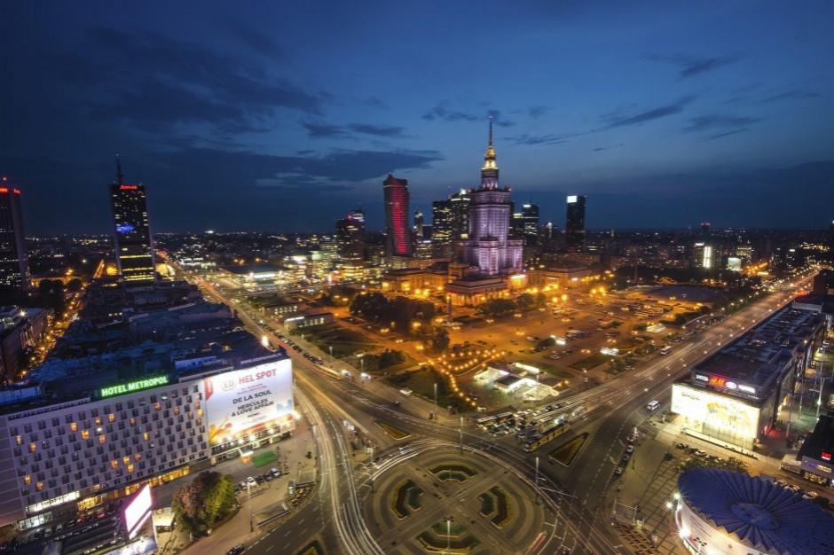 Program Sowa: Cztery firmy w przetargu na wymianę stołecznego oświetlenia