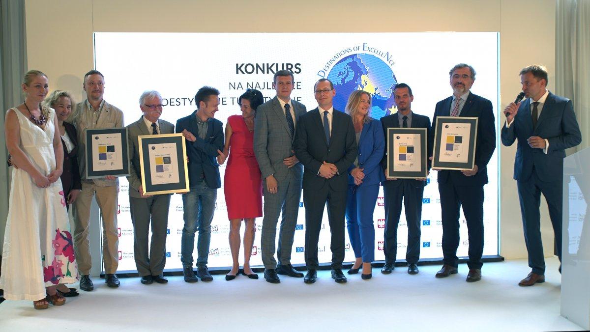 Kapituła konkursu przyznała trzy wyróżnienia: dla położonego w województwie świętokrzyskim Buska-Zdroju, dla Dworu Kambornia położonego w Beskidzie Niskim i Lawendowej Osady z Pomorza (fot. msit.gov.pl)