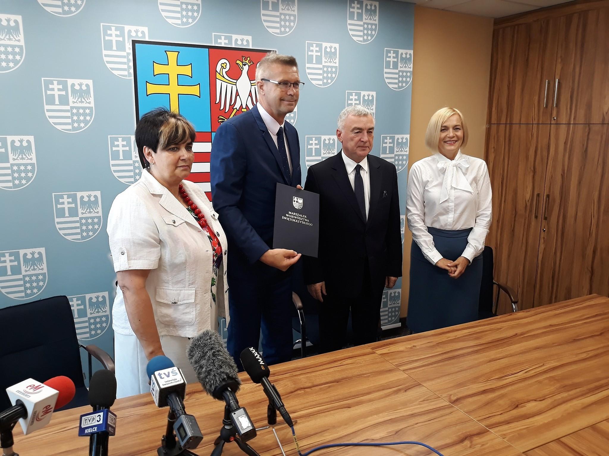 Pokazaliśmy razem z władzami województwa, że możemy mieć cel nadrzędny, mimo że na pewne kwestie czy rozwiązania możemy patrzeć inaczej - zaznaczył prezydent Kielc (fot.um.kielce.pl)
