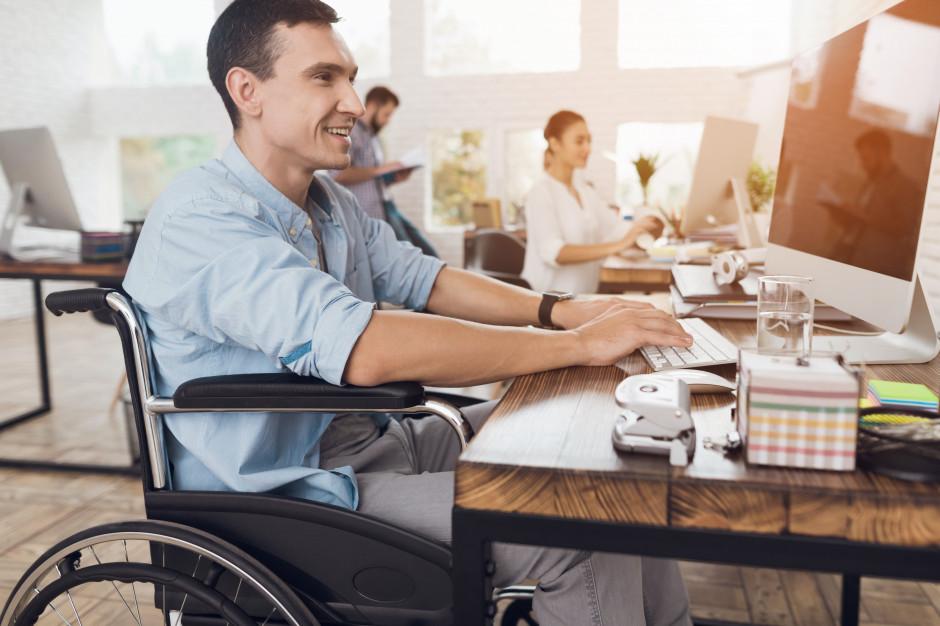 Wielkopolscy pracodawcy coraz chętniej zatrudniają niepełnosprawnych