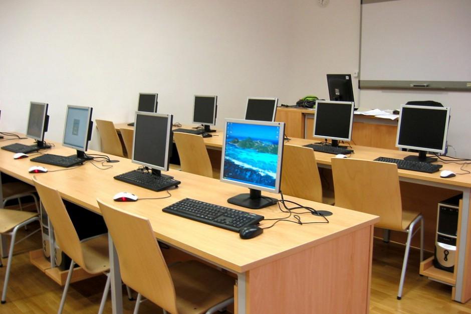 Świętokrzyskie: 3,5 mln zł z UE na sprzęt komputerowy dla szkół