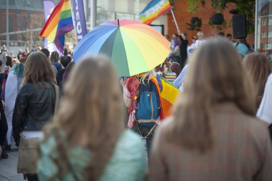 Tęczowa aureola na Marszu Równości - postępowanie umorzone