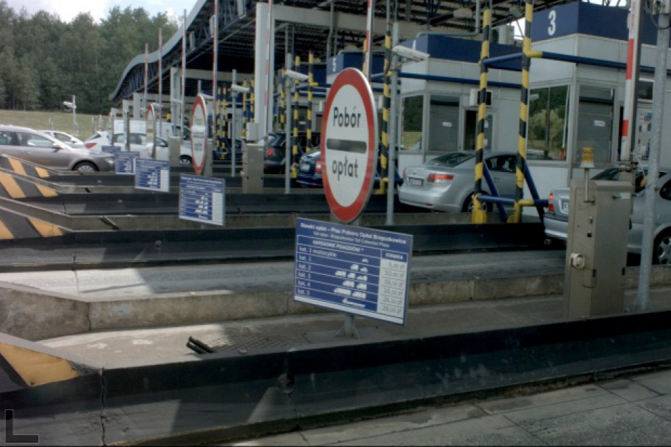 Czasowe wstrzymywanie poboru opłat na A4 w Karwianach ma rozładować korki