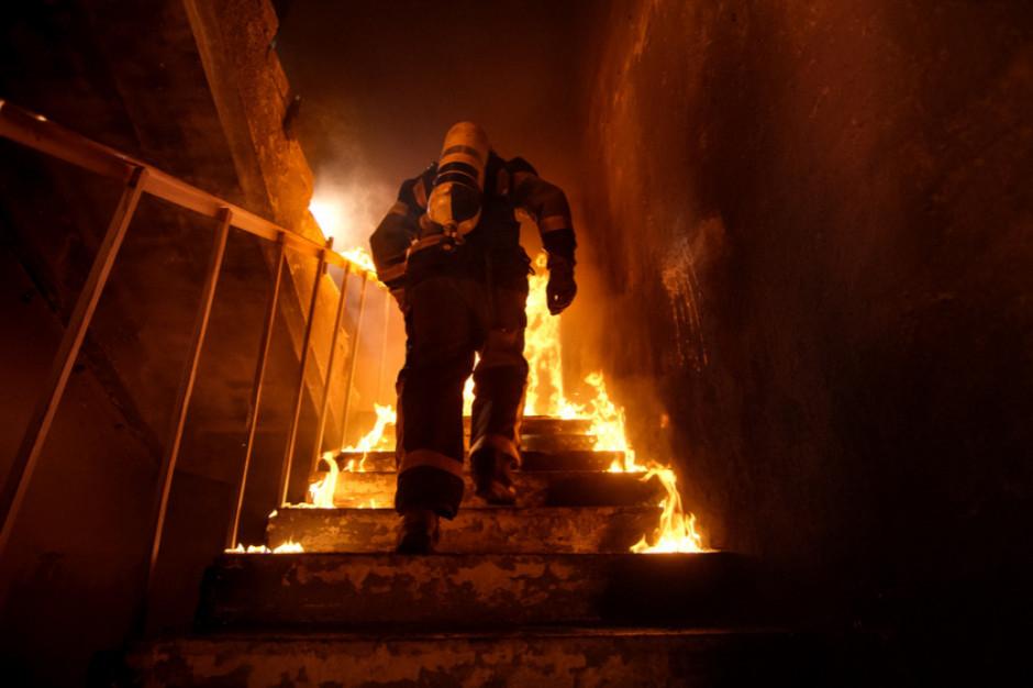 Ok. 150 strażaków gasiło pożar hali magazynowej w Mikołowie