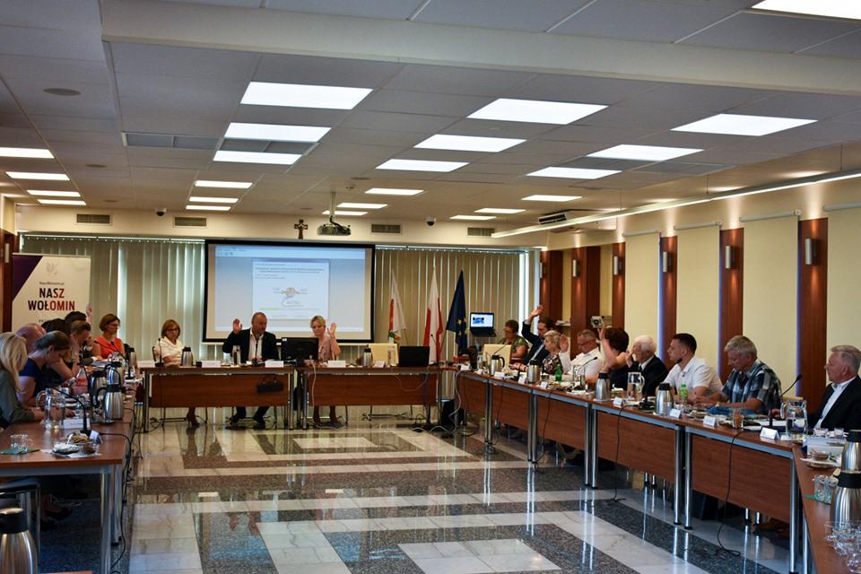 Na sesji radni mieli decydować o przeznaczeniu gminnej działki pod budowę pawilonu. Decyzję podejmą jednak po zapoznaniu się z koncepcją (FB Elżbiety Radwan)