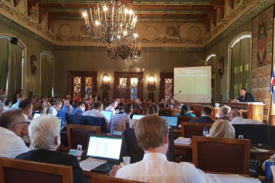 """Krakowscy radni chcą dołączyć do ponad 400 miast i regionów, które ogłosiły stan """"zagrożenia klimatycznego"""""""