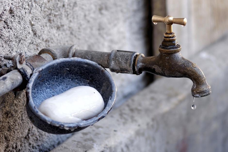Ile za wodę i ścieki? Ceny mogą się różnić o 1156 proc.