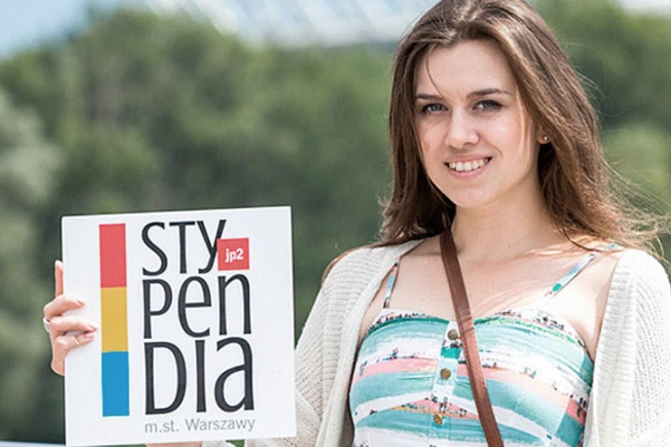 Warszawa: Uczniowie i studenci mają szanse na stypendium. Trwa nabór wniosków