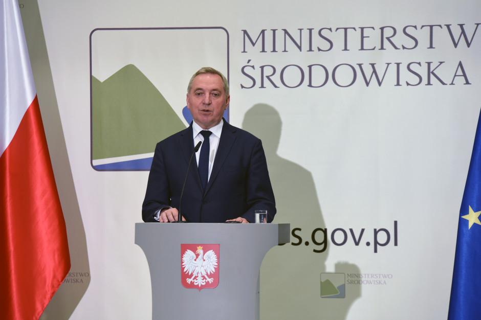 Susza w Polsce: Problem ma coraz więcej gmin. Ministerstwo uruchamia program zaopatrzenia w wodę