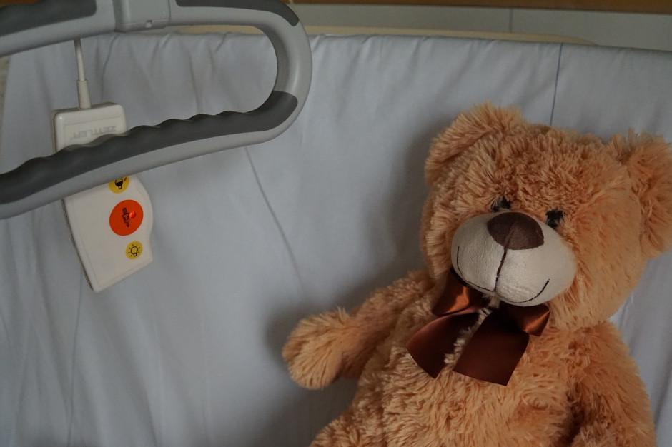 Szpitale nie mogą pobierać opłat od rodziców, którzy towarzyszą dzieciom