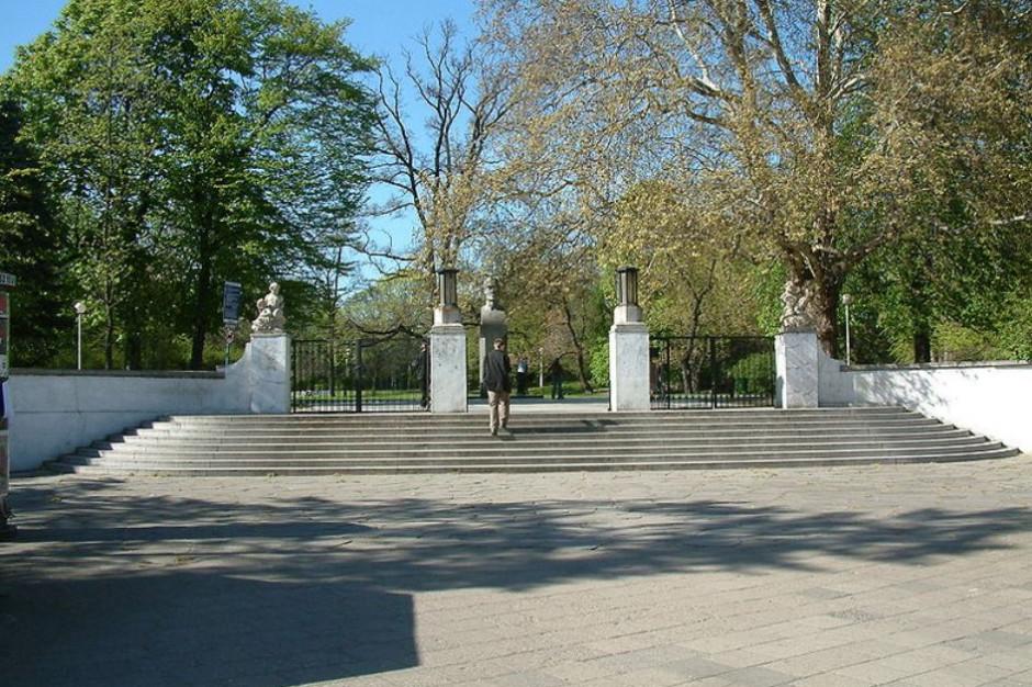 Magistrat ostrzega: siedlisko wścieklizny w poznańskim parku Wilsona