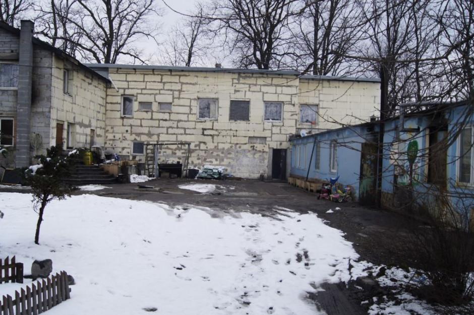 Termin wydania budynku minął. Samotne matki nie chcą odpuścić, a nieruchomość może zagrażać życiu mieszkańców