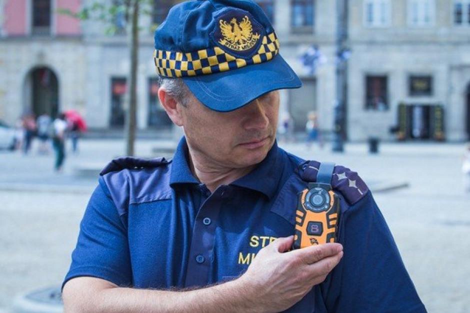Kolejne samorządy decydują się na kamery osobiste dla straży miejskiej