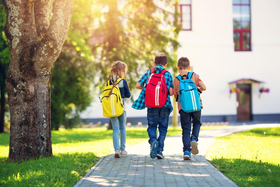Ile powinien ważyć plecak szkolny?