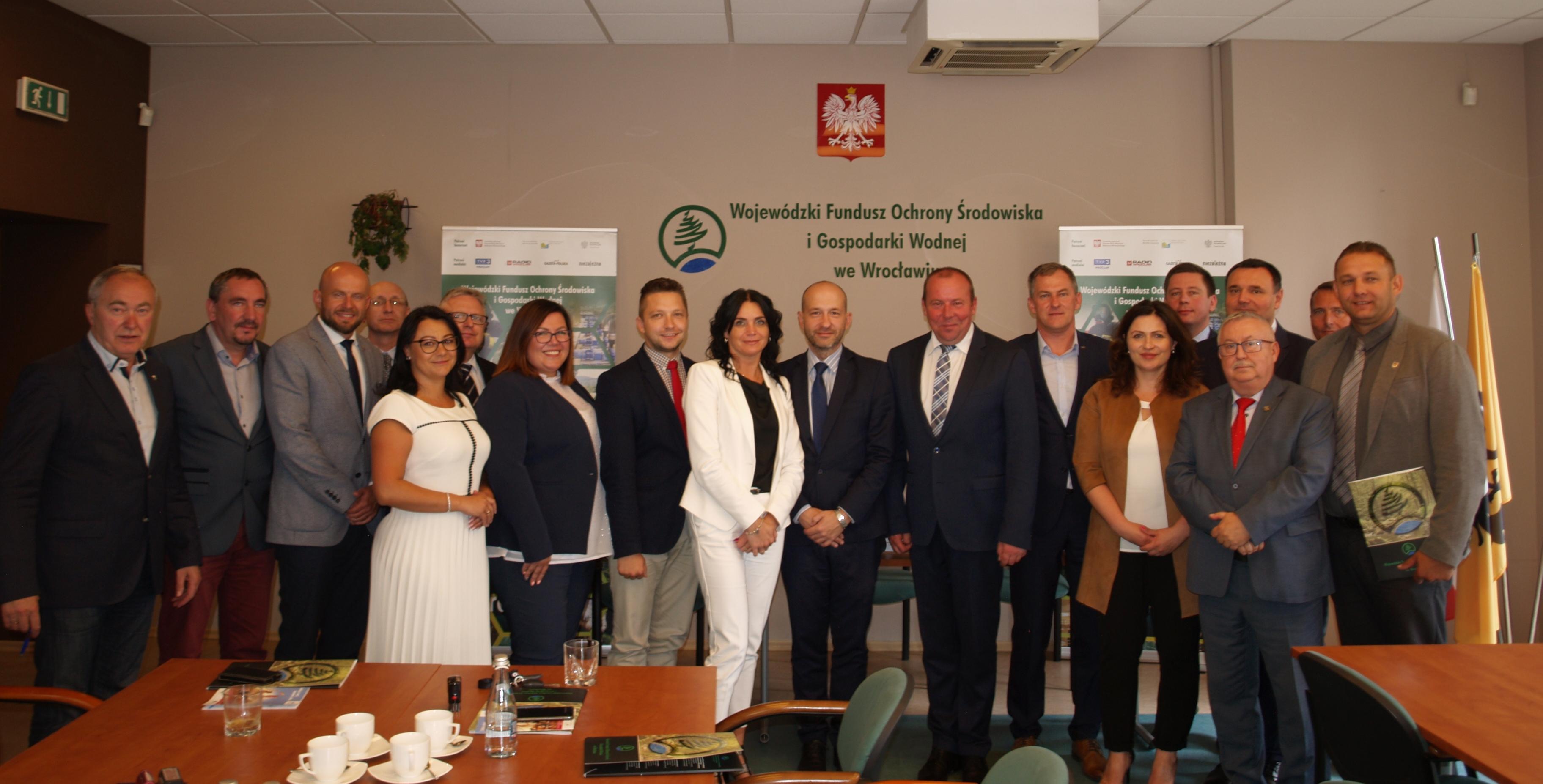 Porozumienia podpisali m.in. włodarze gmin uzdrowiskowych (fot. WFOŚiGW we Wrocławiu)