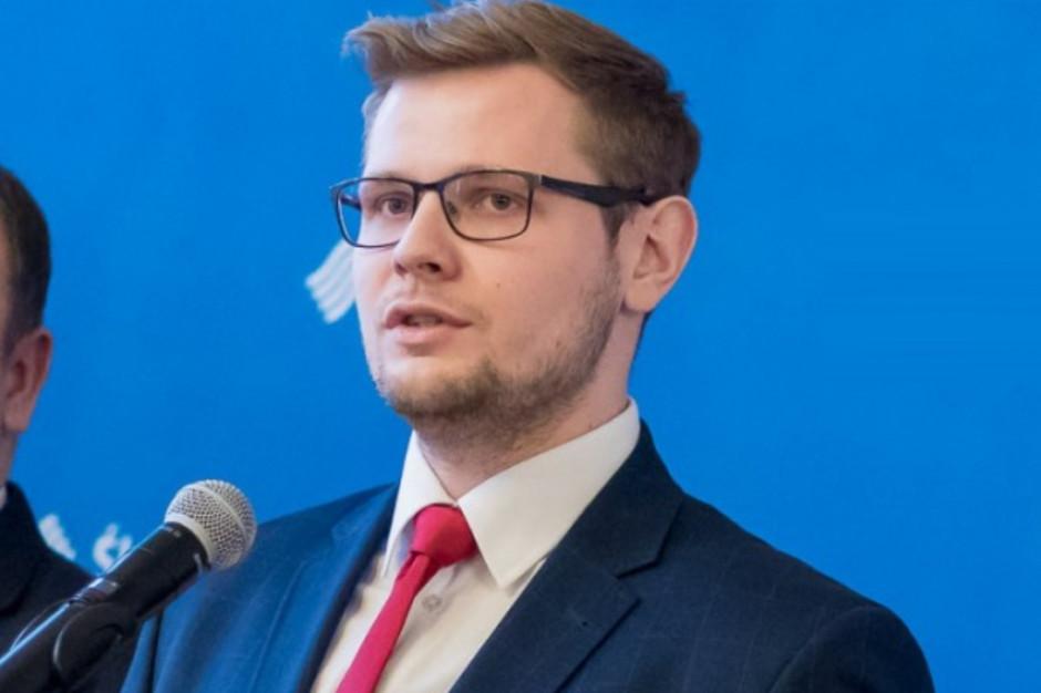 Michał Woś: Miejsc w szkołach jest więcej niż absolwentów