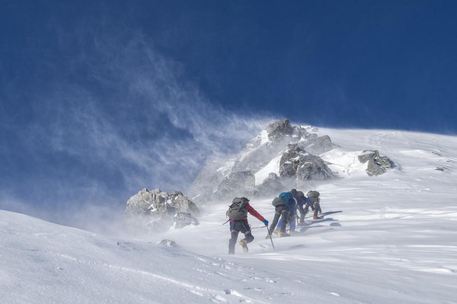 Włochy: Poszukiwania polskiego alpinisty, który wpadł do szczeliny