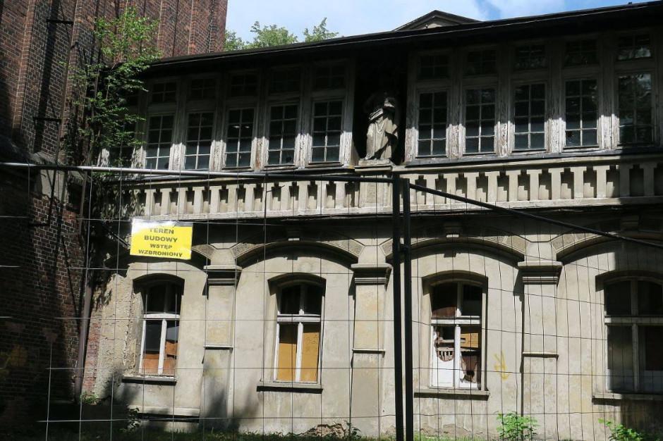 """Ruszył remont """"Juliusza"""" - zabytkowego kompleksu poszpitalnego w Rybniku"""
