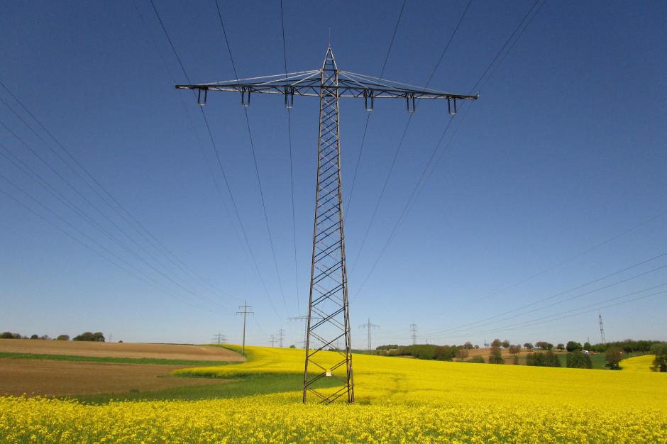 Przestarzała infrastruktura hamuje rozwój OZE i elektromobilności
