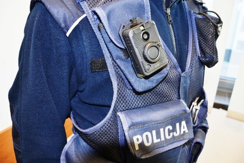Kamery mają służyć transparentności policyjnych działań i ochronie obywateli, ale też ochronie prawnej samych funkcjonariuszy (fot.nowy-sacz.policja.gov.pl)