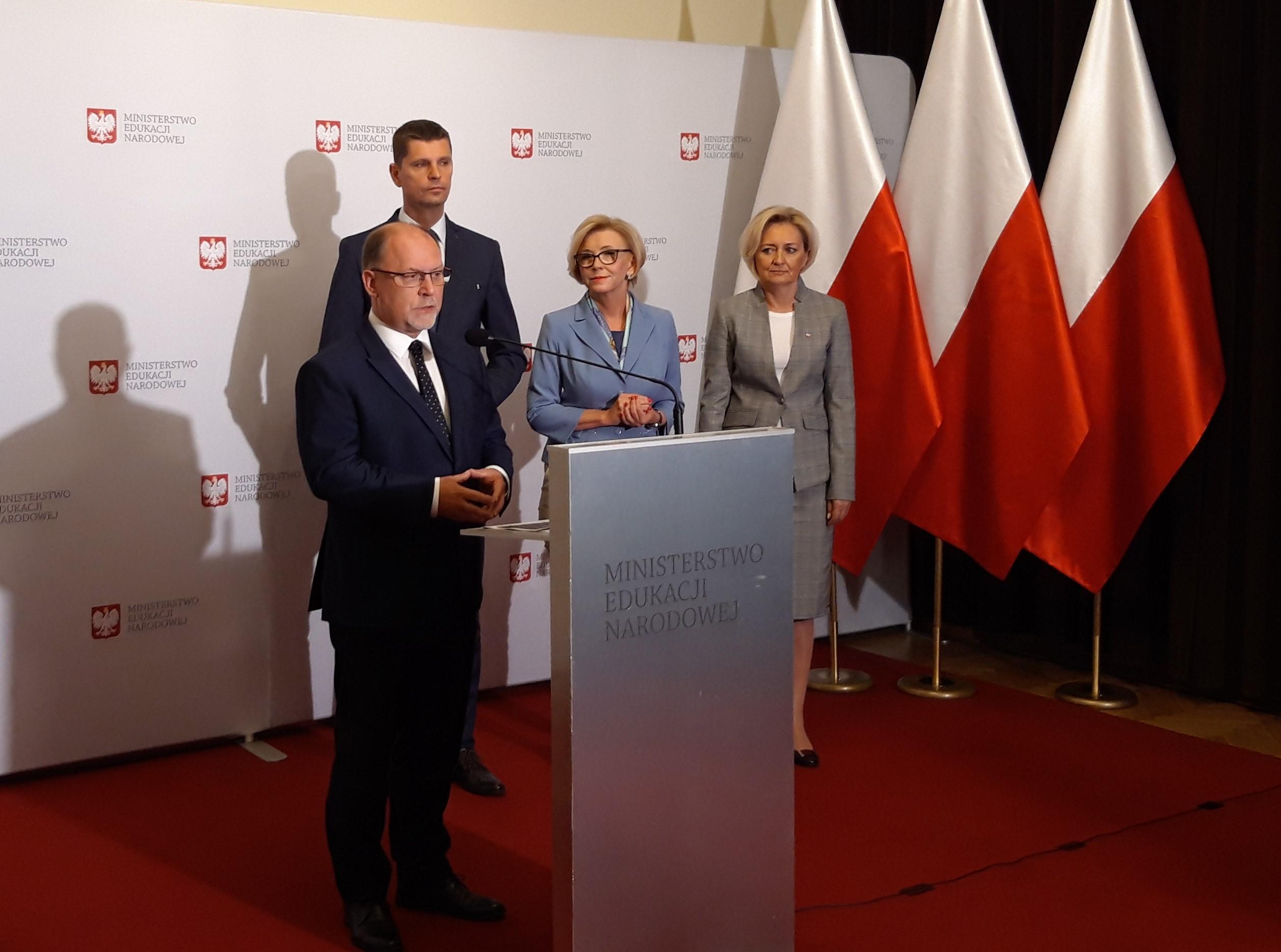 Konferencja prasowa w MEN. Od lewej: Zdzisław Sipiera, Dariusz Piontkowski, Marzena Machałek oraz Aurelia Michałowska (fot. BB)