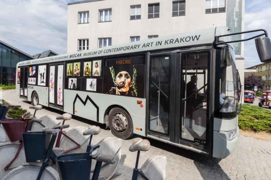 Sztuka współczesna w autobusie MOCAK-u